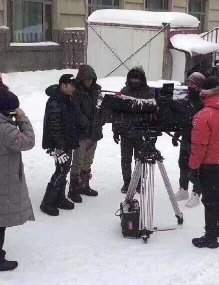 张艺谋新片《悬崖之上》低调开机 张艺谋第一部谍战片冰天雪地神秘感十足