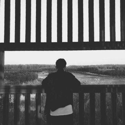 2019一男一女黑白情侣头像分享 微信背影情侣头像大全推荐介绍