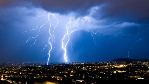 5招教你拍出精彩的闪电摄影作品